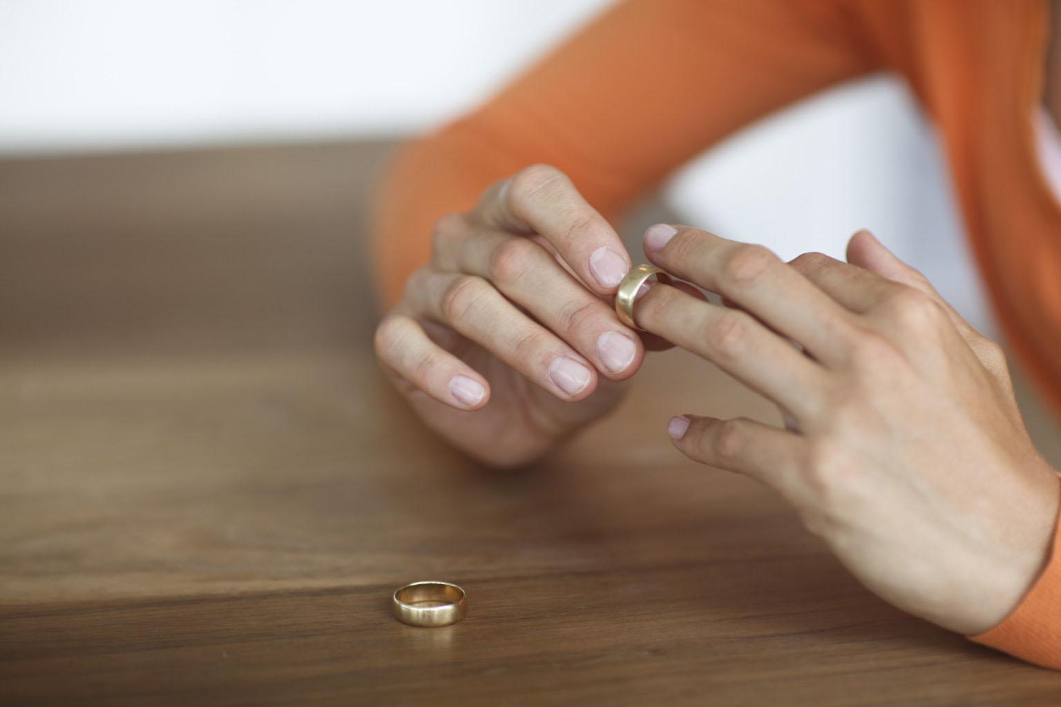 چگونه برای طلاق اقدام کنیم؟