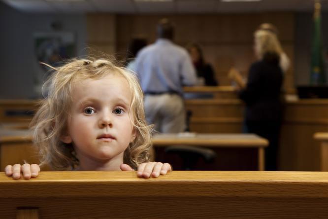 حضانت فرزند در دادگاه