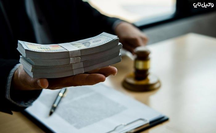 یک وکیل ماهیانه چقدر درآمد دارد؟